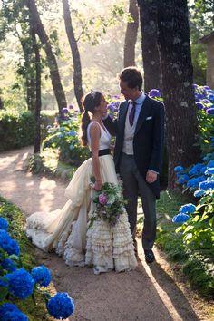 La boda de Cristina y Philipp en Candeleda W Dresses, Bridal Dresses, Wedding Gowns, Flower Girl Dresses, Different Wedding Dresses, Dream Wedding, Wedding Day, Barbie Wedding, Photo Couple