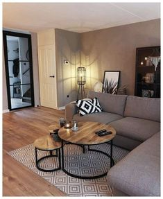 56 small living room apartment designs to look fantastic .- 56 kleine Wohnzimmer-Apartment-Designs, um fantastisch auszusehen 26 56 small living room apartment designs to look awesome 26 - Modern Small Apartment Design, Small Apartment Decorating, Interior Design Living Room, Diy Decorating, Living Room Decorating Ideas, Modern Apartments, Studio Apartments, Living Room Decor Budget, Living Room Decorations