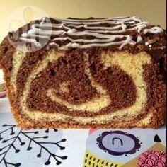 Marmorkuchen mit Vanille / Ein herrlich saftiger Marmorkuchen mit Vanillegeschmack. Ich mach noch einen selbstgemachten Schokoladenguss dazu, aber man kann auch einfach Schokoglasur verwenden.@ de.allrecipes.com