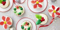 These easy Christmas candy recipes, from Christmas crack to chocolate fudge, are guaranteed to fill you with cheer this holiday season. Find one of the best Christmas candy recipes here that'll wow all of your guests. Mason Jar Christmas Crafts, Easy Christmas Treats, Christmas Appetizers, Christmas Candy, Simple Christmas, Holiday Treats, Christmas Goodies, Jar Crafts, Christmas Ideas