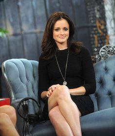Alexis Bledel at 'It's On with Alexa Chung.' 2009 Classic and chic Gilmore Girls Fashion, Girlmore Girls, Beautiful People, Beautiful Women, Rory Gilmore, Alexis Bledel, Star Wars, Hot Brunette, Famous Women