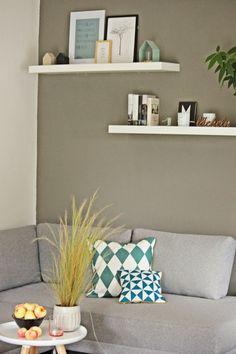 Livingdreams: kleines Livingroomupdate - Fernseh Wand streichen und zwei weiße Regale über dem TV platzieren