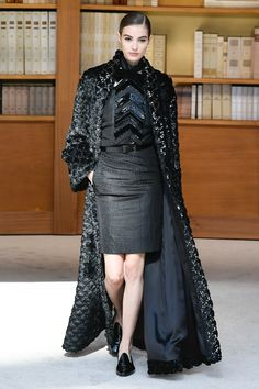 Chanel Fall 2019 Couture Fashion Show Collection: See the complete Chanel Fall 2019 Couture collection. Look 56 Chanel Couture, Couture Fashion, Fashion Show Collection, Couture Collection, Camille Hurel, Catwalk Fashion, Fashion News, Beautiful Dresses, Autumn Fashion