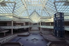 [OC] Dried up fountain at a 1 million sq ft abandoned mall [2048x1368] : AbandonedPorn