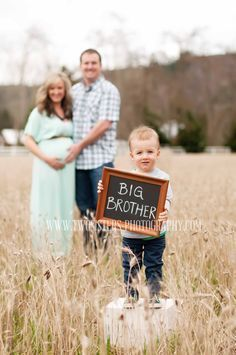 Darling Maternity Poses with Older Brother - Maternity Photography / Maternity Photoshoot / Baby Bump Photos Sister Photography, Maternity Photography Poses, Maternity Poses, Maternity Portraits, Pregnancy Photography, Family Portraits, Sibling Poses, Family Posing, Children Photography