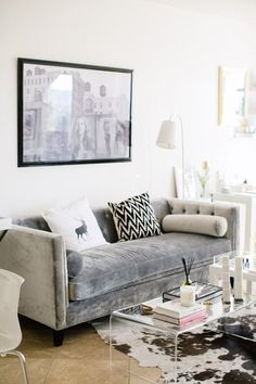 Master class: fabrics we ♥ decor samt sofa, graues sofa, woh Bohemian Chic Home, Bohemian Living, Boho Living Room, Home And Living, Living Room Decor, Modern Living, Living Rooms, Apartment Living, Apartment Sofa