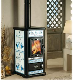 Tiffany Decorata The Tiffany Decorata has large grate door for better flame view and easier wood loading. This wood burning stove also features a new Read Into The Woods, Sectional Bed, Stove Heater, Wood Stove Cooking, New Stove, Log Home Decorating, Fire Doors, Rocket Stoves, Log Burner