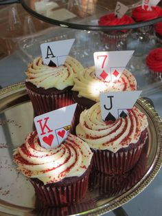 queen of hearts - alice in wonderland - mad hatter - tea party Cupcakes at an Alice in Wonderland Party Mad Hatter Party, Mad Hatter Tea, Mad Hatter Birthday Party, Casino Night Party, Casino Theme Parties, Casino Party Decorations, Themes For Parties, Parties Kids, Casino Party Foods