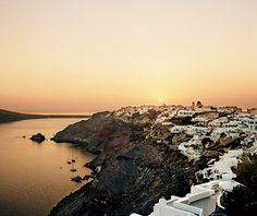 GREECE: Santorini has more than beautiful beaches. Visitors can explore the archeological sites and enjoy its lovely wines. Santorini Sunset, Santorini Island, Santorini Greece, Santorini Travel, Best Places To Travel, Places To Visit, American Islands, National Geographic Travel, Best Sunset