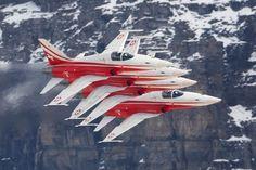 Patrouille de Suisse - http://www.posepartage.fr/forum/inclassables/pour-les-afficionados-de-belles-machines-volantes,fil-16155.html
