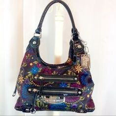 """I just added this to my closet on Poshmark: Genna de Rossi Floral Print Black Shoulder Bag. Price: $27 Size: 14 x 9 x 6"""""""