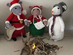 Gehaakte (Dickens) muizen, basis patroon van Antoinette. Crochet Mouse, Crochet Dolls, Knit Crochet, Christmas Toys, Christmas Knitting, Christmas Ornaments, Knitting Patterns, Crochet Patterns, Little Cotton Rabbits