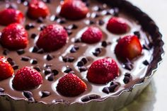 A luscious sinful no bake eggless Tart with Dark chocolate Oreo and Strawberries! Candy Recipes, Sweet Recipes, Dessert Recipes, Strawberry Tart, Strawberry Desserts, Chocolate Strawberries, Chocolate Oreo, Eggless Desserts, Greek Sweets