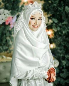 #bajupengantinmuslimah #bajupengantin #bajupengantinwanita #syari #gaunpengantinmuslimah #gaunpengantin #gaunpengantinsyari #gaunpesta #weddingdress #bajupengantinmuslimah #bajupengantin #bajupengantinwanita . Inspirasi dari @ Wedding Abaya, Hijabi Wedding, Wedding Hijab Styles, Muslimah Wedding Dress, Hijab Bride, Hijab Style Dress, Bridal Hijab, Pakistani Wedding Dresses, Disney Wedding Dresses