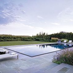 Like a sheet of glass. Beautiful pool by @ikekligermanbarkley #pooldesign #infinityedge #wetdeck #pools #poolinspo #landscape #landscapearchitecture #exteriordesign #reflection #gardenlovers