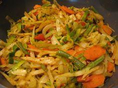 Kari zelenina s kokosovým mlékem - Jídelníček pro zdraví Thai Red Curry, Chicken, Ethnic Recipes, Food, Red Peppers, Essen, Meals, Yemek, Eten
