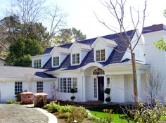 This house looks stunning. I really love the contrast between the white paint and the blue roof. It's so quaint, but elegant and the same time.