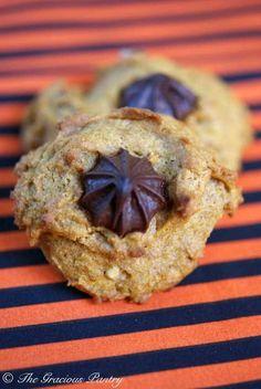 Clean Eating Chocolate Chip Walnut Pumpkin Cookies ~ https://www.thegraciouspantry.com