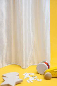 Tela para cortinas by Equipo DRT de tacto suave con finas rayas efecto chenilla, ideal para todo tipo de habitaciones en especial para habitaciones juveniles e infantiles.