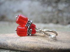rode kubusjes oorbellen met rode kubuskralen - 10 euro -  door mooisvanme