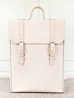 mochila em couro natural rosa