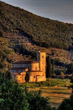 Convento na região da Toscana, Itália.  Fotografia: efilpera no Flickr.