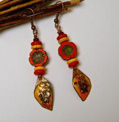 Boucles d'oreilles rustiques et bohèmes, howlite, verre tchèque, orange, jaune : Boucles d'oreille par francesca