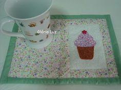 Panos, linhas e pontos: Mug rug cup cake  panoslinhasepontos.blogspot.com
