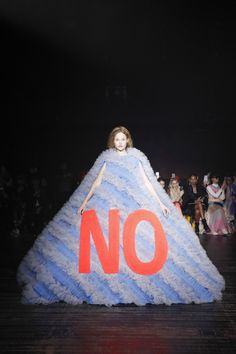 Viktor & Rolf used eight kilometres of tulle when making this collection of romantic dresses with kitsch slogans for their Fashion Statements couture show. Tokyo Fashion, Paris Fashion, Runway Fashion, Street Fashion, Fashion Models, Fashion Show, Fashion Designers, High Fashion, Victor And Rolf