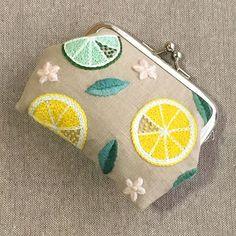 citrus🍋がま口完成‼️👛✨ . やっぱりがま口になるとカワイイ…😳💕 . これからタッセル作ってミンネ に出しま〜す😊🙌 . #刺繍 #ハンドメイド #手芸 #刺繍部 #シトラス #がま口 #レモン #ライム #embroidery #handmaid #sewing #citrus #framepurse #lemon #lime