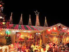 Residential Outdoor Christmas Light Display | Christmas Lighting Tips / Holiday Lighting Tips