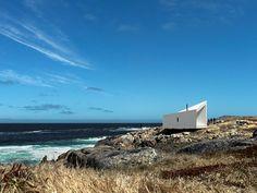 a cabin today_Squish Studio, un refugio trapecial para artistas en Fogo Island, Terranova.
