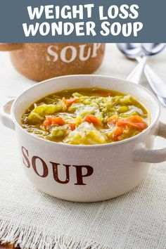 No matter what diet you're on this healthy wonder soup is perfect for a snack or even makes for an easy meal. The soup is vegetarian gluten free vegan and paleo yet still packs a great and will leave you feeling full. Pastas Recipes, Diet Soup Recipes, Vegan Recipes, Soap Recipes, Recipies, The Menu, Smoothies, Smoothie Diet, Brunch