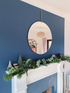 Five steps to simple but beautiful contemporary Christmas garlands, pimped with fresh pine and eucalyptus. Christmas Garland, Decor, Christmas, Contemporary, Home Decor, Contemporary Christmas