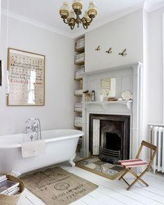 White after Labor Day? Always a good idea. (All White floorboards & Strong White walls) #farrowandball #interiordesign #décor ( by @bodasdecuento)