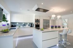 Modern Kitchen Design – Want to refurbish or redo your kitchen? As part of a modern kitchen renovation or remodeling, know that there are a . Open Plan Kitchen, Kitchen Layout, New Kitchen, Kitchen Decor, Kitchen Ideas, Awesome Kitchen, Kitchen Inspiration, Kitchen Furniture, Kitchen White