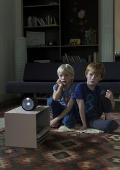 Beam Smart Projector, Kids watching a Movie