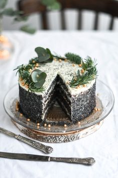 white chocolate and mascarpone poppy seed cake Christmas Desserts, Christmas Cookies, Cake Recept, Delicious Desserts, Yummy Food, Poppy Seed Cake, Homemade Sweets, Seasonal Food, Sweet Cakes
