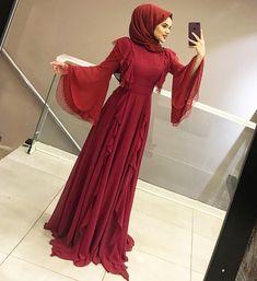 VEEE KIRMIZI 😍😍😍😍 400₺ 36-42 Islamic Fashion, Muslim Fashion, Modest Fashion, Hijab Fashion, Fashion Dresses, Hijab Prom Dress, Dress Outfits, Muslim Girls, Muslim Women