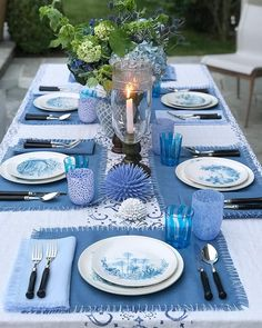 Garden Party Table Setting Summer 40 Ideas Garden Party Table Setting Summer 40 Ideas This image has get. Summer Table Decorations, Garden Party Decorations, Party Garden, Garden Wedding, Blue Table Settings, Beautiful Table Settings, Elegant Table Settings, Garden Table, Table Arrangements