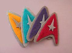 Star Trek Delta Shield Hair Clip/ Pin by GeeksAreChic on Etsy Nerd Crafts, Diy Crafts, Felt Christmas Ornaments, Christmas Crafts, Star Trek Party, Star Trek Wedding, Sewing Projects, Craft Projects, Felt Toys