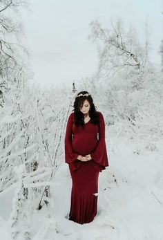 Winter maternity photoshoot ideas. This is the perfect outfit to wear during your outdoor winter maternity photography session. #SexyMamaMaternity #SexyMama