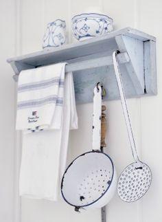 Brocante keuken accessoires | Meer over emaille keukenaccessoires: http://www.jouwwoonidee.nl/emaille-keukenaccessoires/