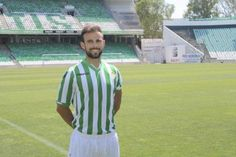 2. Molinero - El lateral diestro parece tener nombre propio, el ex jugador del Real Murcia ha sido el primer refuerzo del conjunto verdiblanco y llega con la confianza del técnico Julio Velázquez.