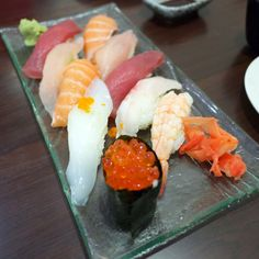 酷暑救星綜合握壽司。Top handmade #sushi saved #hot #summer #night #Taiwan #food