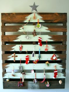 Wednesday Redo: Pallet Wood Tree