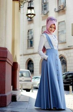 Women want change on every day base in their look to become lovely. Iranian Women Fashion, Islamic Fashion, Muslim Fashion, Modest Fashion, Fashion Dresses, Modest Dresses, Modest Outfits, Skirt Outfits, Casual Dresses