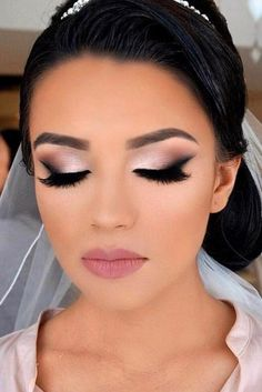 Wedding Make Up Ideas For Stylish Brides ❤ See more: www.weddingforwar… Wedding Make Up Ideas For Stylish Brides See more: www.weddingforwar - Schönheit von Make-up Bridal Smokey Eye Makeup, Wedding Eye Makeup, Wedding Makeup For Brunettes, Weeding Makeup, Makeup For Brides, Wedding Smokey Eye, Hair Wedding, Wedding Makeup For Brown Eyes, Dramatic Bridal Makeup