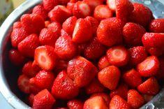 Himmlische Erdbeermarmelade mit Zimt Wenn die Erdbeeren üppig rot auf ihren Feldern wachsen .... dann ist die Marmeladezeit gekommen.    Du brauchst: Raspberry, Strawberry, Pickling, Diy Home Crafts, Fast Recipes, Strawberries, Red, Strawberry Fruit, Raspberries