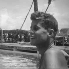 John Fitzgerald, Vintage New York, Types Of People, Jackie Kennedy, Jfk, Massachusetts, Cute Boys, Royals, Scary